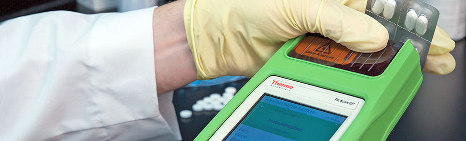 Handheld Raman spectrometer TruScan GP analyzes tablets through the blister during final product inspection.
